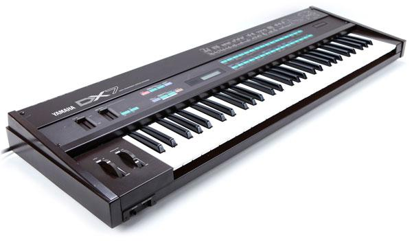 /images/Sound_Synthesis/modulation/yamaha_dx7_angle2.jpg